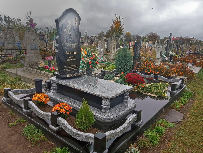 надгробний памятник викладачу