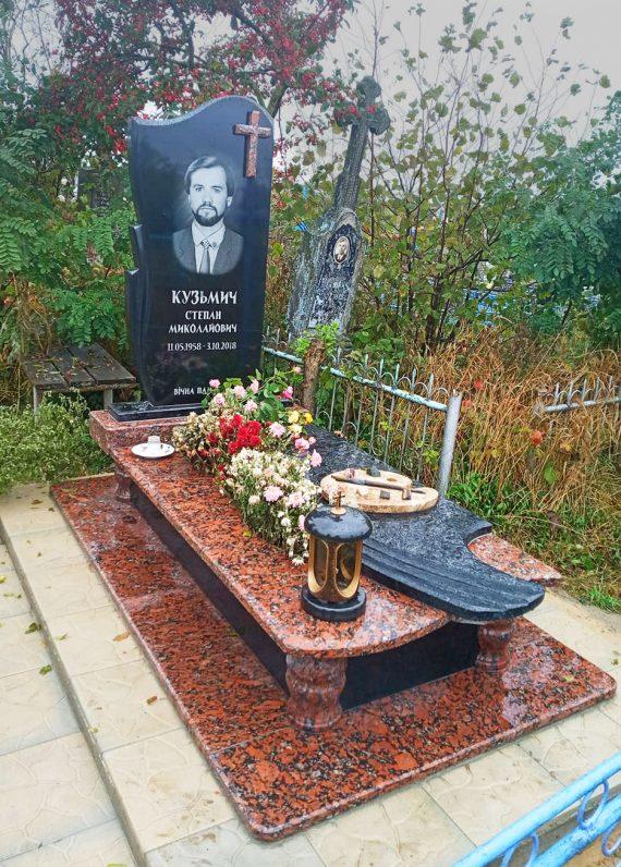памятник викладачу Луцьк