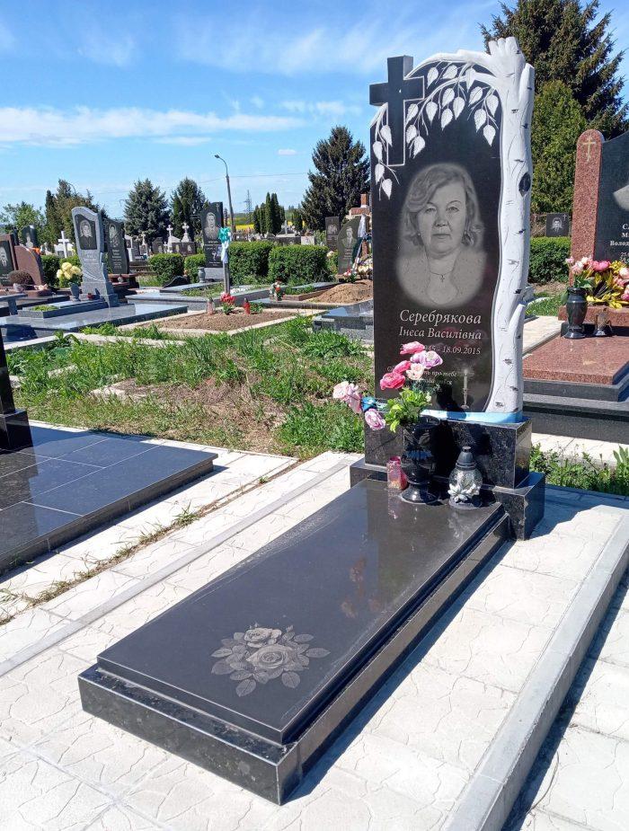 памятник з різьбою памятник з накривною троянди на пам'ятнику